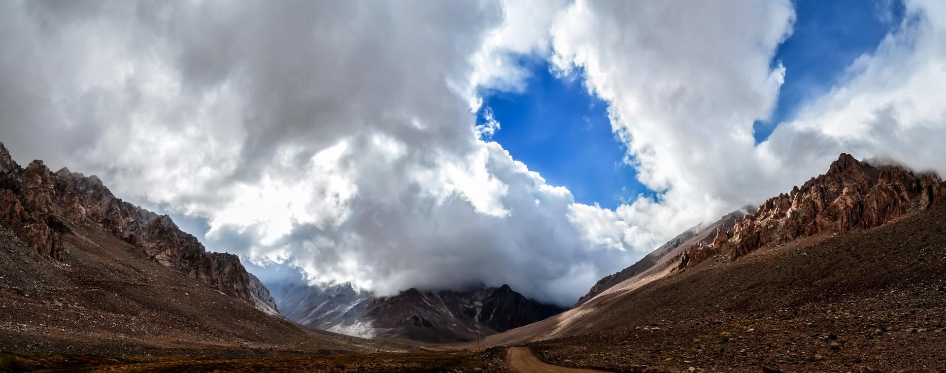 Clouds rolling in at Los Helados